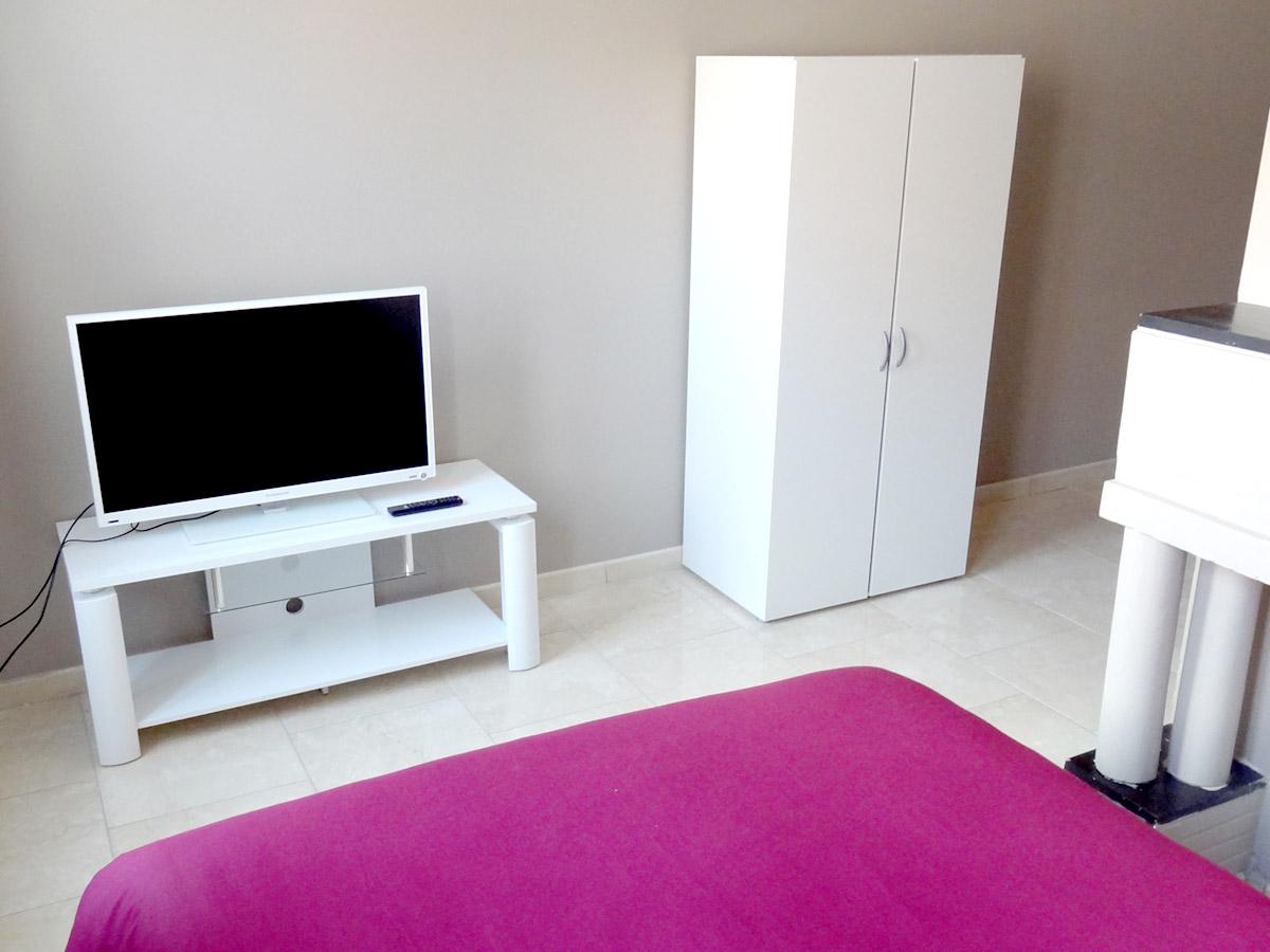 Chambre avec TV écran plat
